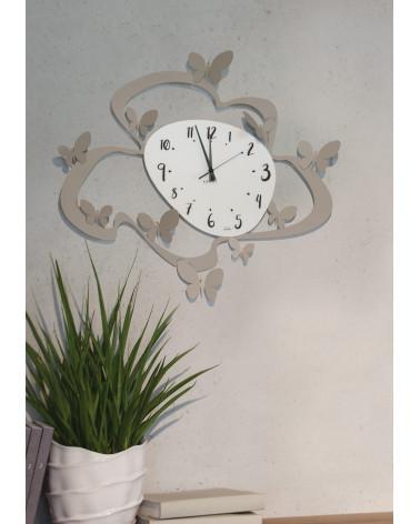 orologio farfalle colore tortora foto contestualizzata