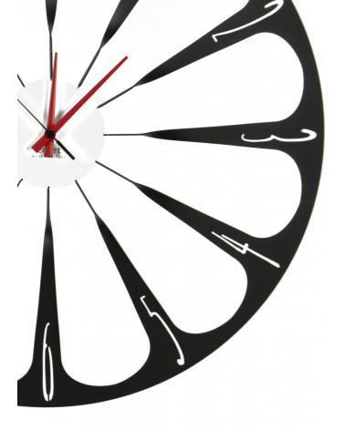 particolare di orologio da parete raggi colore nero