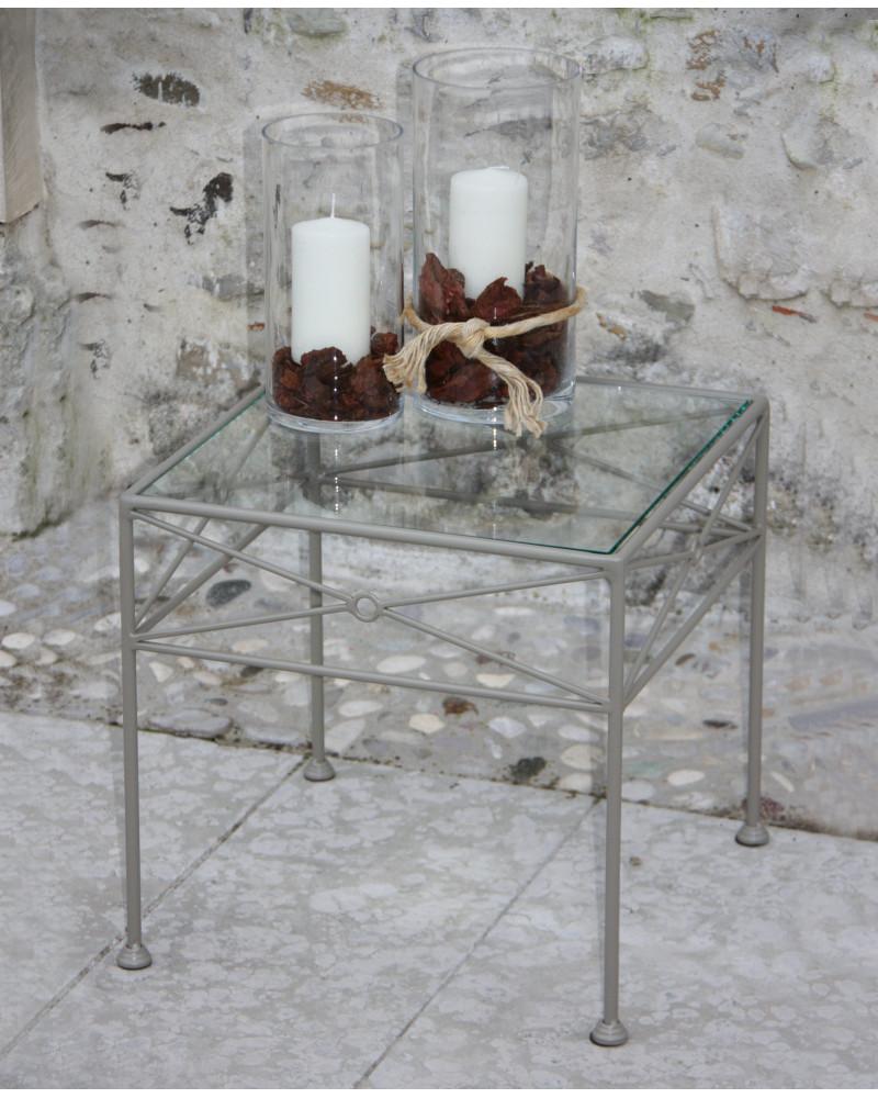 Tavolino in ferro battuto quadrato con cristallo