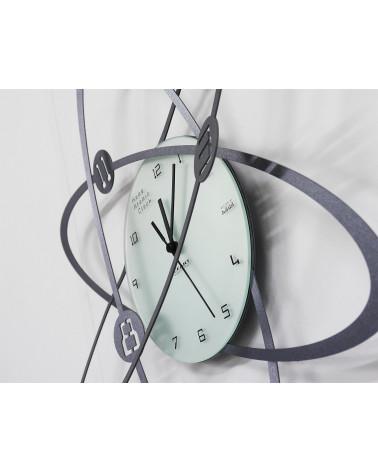 particolare di orologio da parete Atomo colore ghisa